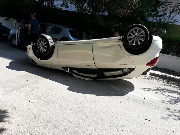 Σύγκρουση αυτοκινήτων στα Βριλήσσια και συγκεκριμένα στη διασταύρωση Ευβοίας και Θράκης.