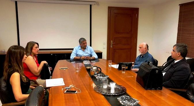 Την αμέριστη στήριξη και αρωγή του στο ιστορικό «Οίκο Τυφλών» Αμαρουσίου που επίκειται να τεθεί σε πλειστηριασμό, εξέφρασε ο Δήμαρχος Αμαρουσίου και Πρόεδρος της ΚΕΔΕ κ. Γιώργος Πατούλης κατά τη συνάντησή του στο Δημαρχείο Αμαρουσίου με τον Πρόεδρο της Εθνικής Ομοσπονδίας Τυφλών κ. Νίκο Γιαλούρη και τον Πρόεδρο του Πανελληνίου Συνδέσμου Τυφλών κ. Ηλία Μαριόλη.