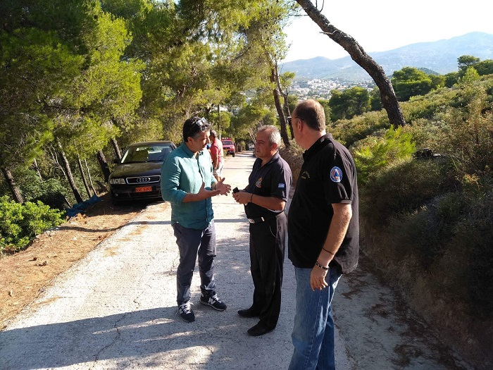 Μετά από κατεπείγουσα αναφορά της Πολιτικής Προστασίας του Δήμου Βριλησσίων, το βράδυ της Τετάρτης 18 Ιουλίου, στην Πυροσβεστική και το Δασαρχείο, για ασυνήθη διάταξη κομμένων κλαδιών εντός σημείων του Δάσους Θεόκλητου, κλιμάκια των δυο αρχών έσπευσαν σε άμεση επιθεώρηση της περιοχής.