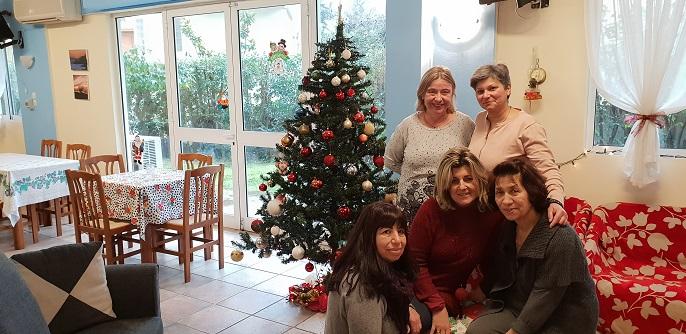 Τα ΚΑΠΗ του Δήμου Κηφισιάς και φέτος, όπως κάθε χρόνο, δημιούργησαν χριστουγεννιάτικη ατμόσφαιρα στολίζοντας τους φιλόξενους χώρους τους.
