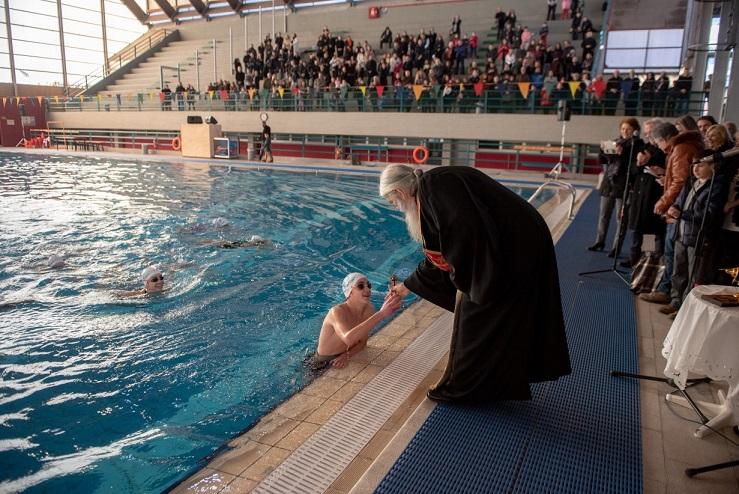 Με λαμπρότητα και με την παρουσία πολλών πολιτών, γιορτάστηκε η γιορτή των Θεοφανίων, την Κυριακή 6 Ιανουαρίου στο κλειστό κολυμβητήριο του Αθλητικού Κέντρου «Ν. Πέρκιζας».
