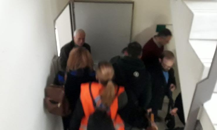 Με απόλυτη επιτυχία διεξήχθη στο Δημαρχείο Αμαρουσίου άσκηση ετοιμότητας για την απομάκρυνση των εργαζομένων και των πολιτών που βρίσκονταν εντός του κτηρίου, την Τετάρτη 23 Ιανουαρίου 2019.
