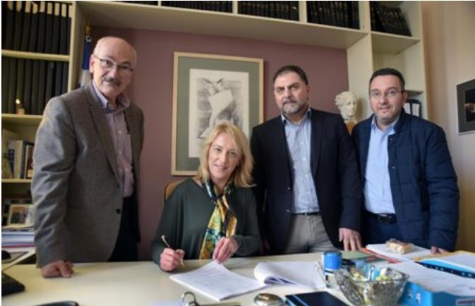 Ο εκσυγχρονισμός χώρων των χειρουργείων του Γενικού Νοσοκομείου Παίδων Πεντέλης είναι το αντικείμενο της Προγραμματικής Σύμβασης που υπέγραψαν χθες η Περιφερειάρχης Αττικής, Ρένα Δούρου και ο Πρόεδρος του Δ.Σ. του Νοσοκομείου, Εμμανουήλ Κουταλάς.
