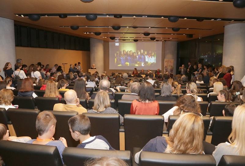 Το 1ο ΓΕΛ Χαλανδρίου τιμήθηκε με βραβείο στο πλαίσιο του 6ου Διεθνούς Μαθητικού Διαγωνισμού με θέμα «Στιγμές από την ιστορία των σχολείων» που διοργάνωσαν το Μουσείο Σχολικής Ζωής και Εκπαίδευσης του Εθνικού Κέντρου Έρευνας & Διάσωσης Σχολικού Υλικού και το Τμήμα Εκπαιδευτικής Ραδιοτηλεόρασης και Ψηφιακών Μέσων του Υπουργείου Παιδείας και Θρησκευμάτων.