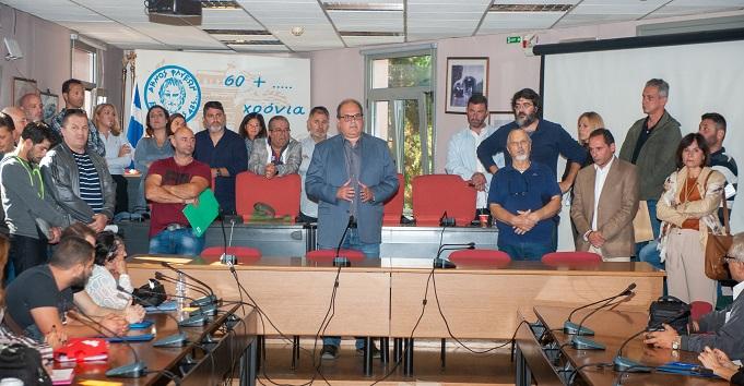 Εκατό νέοι μόνιμοι εργαζόμενοι προσλήφθηκαν στο δήμο Χαλανδρίου.