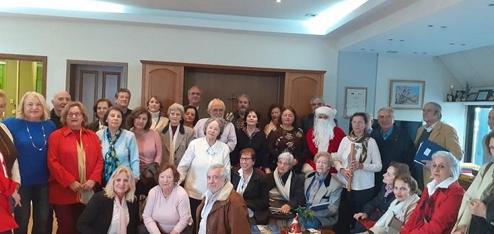 Με θερμές ευχές και χριστουγεννιάτικα κάλαντα επισκέφθηκαν τον Δήμαρχο Κηφισιάς Γιώργο Θωμάκο τα δραστήρια μέλη της χορωδίας και των τεσσάρων ΚΑΠΗ, την Δευτέρα 16 Δεκεμβρίου 2019.