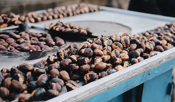 Τα κάστανα είναι ιδιαίτερα αγαπητά για τη χαρακτηριστική τους γεύση και για τους ποικίλους τρόπους κατανάλωσής τους: Βρασμένα, καβουρδισμένα, αποξηραμένα ακόμα και με τη μορφή μαρμελάδας.