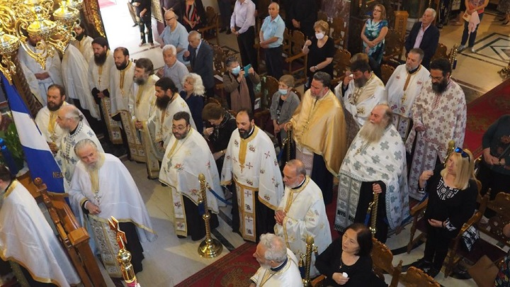 Με την παρουσία πλήθους ιερέων της μητροπόλεως Κηφισίας ολοκληρώθηκαν οι εορταστικές εκδηλώσεις στον πανηγυρίζοντα ναό της Αγίας Τριάδας Νέας Κηφισιάς.