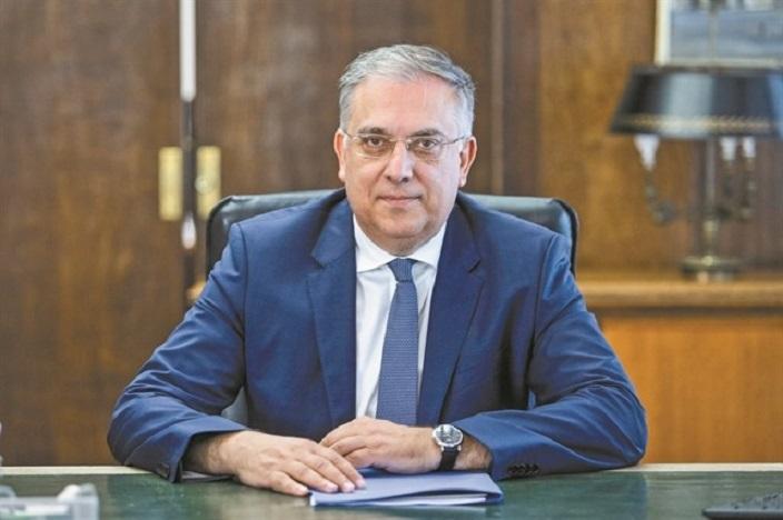 Ο υπουργός Εσωτερικών, Τάκης Θεοδωρικάκος, ανακοίνωσε ότι όλες οι επιχειρήσεις, τα μαγαζιά, οι εταιρείες και τα γραφεία, ανά τη χώρα, που έκλεισαν με κρατική εντολή λόγω lockdown, απαλλάσσονται από τα δημοτικά τέλη για όσο διαρκέσει η καραντίνα.