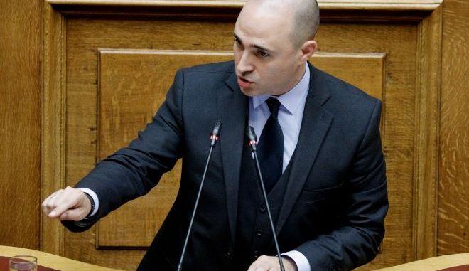 Επίθεση με γκαζάκια σημειώθηκε στην Κηφισιά, όπου διαμένει ο Κωνσταντίνος Μπογδάνος. Υλικές ζημιές στην είσοδο του σπιτιού αλλά και στο αυτοκίνητο του βουλευτή της Νέας Δημοκρατίας.