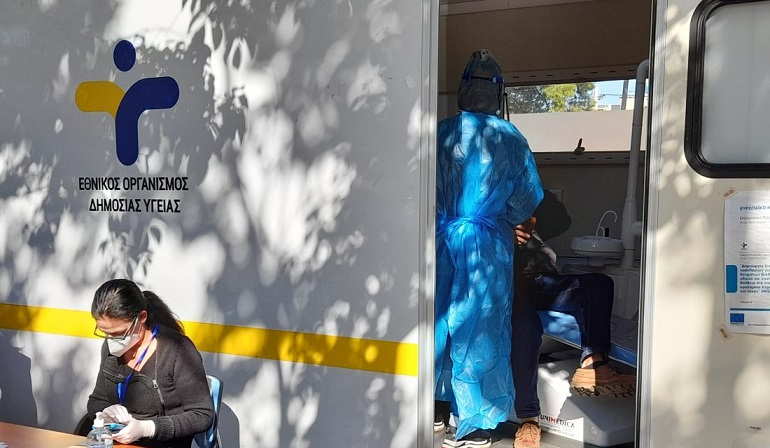 Στον δειγματοληπτικό έλεγχο αντιγόνου covid-19 που πραγματοποιήθηκε την Τρίτη 24 Αυγούστου 2021, στην πλατεία Αναλήψεως στα Βριλήσσια, διενεργήθηκαν συνολικά 464 τεστ εκ των οποίων τα 3 βρέθηκαν θετικά στον ιό.