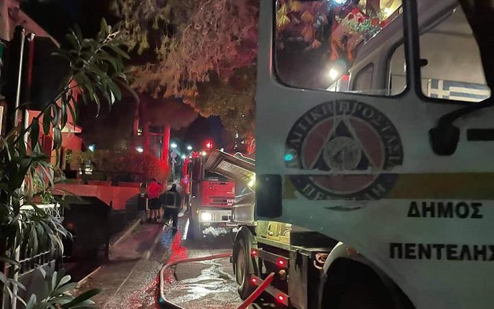 Πυρκαγιά σε κάδο ανακύκλωσης στην οδό Αλεξανδρουπόλεως στα Μελίσσια το απόγευμα της Κυριακής 19 Σεπτεμβρίου 2021.
